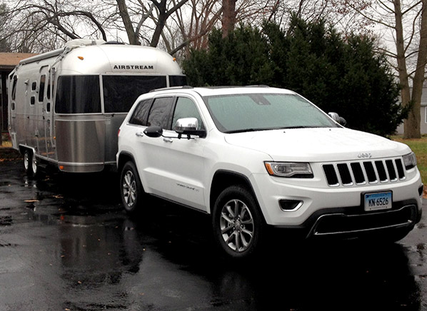 powerful well equipped 2014 jeep grand cherokee ecodiesel impresses consumer reports. Black Bedroom Furniture Sets. Home Design Ideas