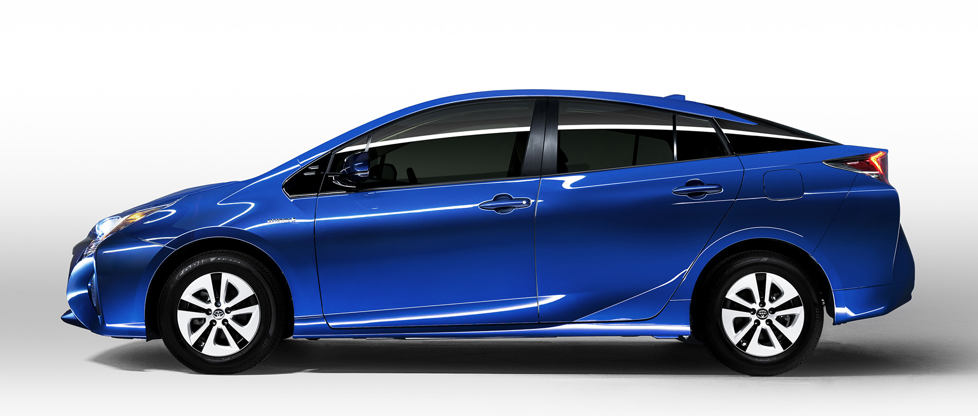 2016 toyota prius sportier and more fuel efficient consumer reports. Black Bedroom Furniture Sets. Home Design Ideas