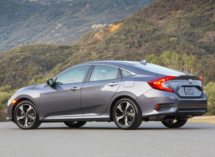 2017 - [Honda] Civic Hatchback [X] - Page 4 CR-Cars-II-New-Civic-Rear-10-15
