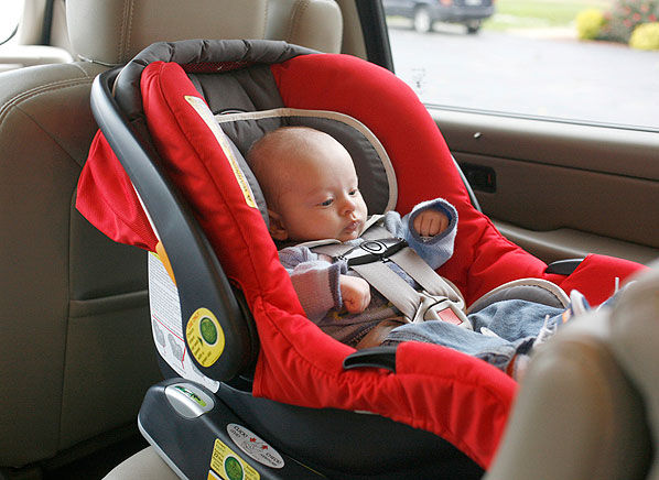 How to transport your child safely consumer reports news for Sillas de coche grupo 1 2 3