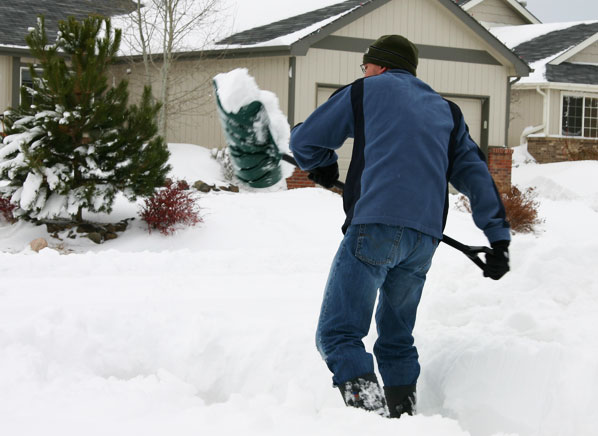snow removal tips the best way to clear snow consumer reports news. Black Bedroom Furniture Sets. Home Design Ideas