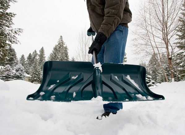 How To Shovel Snow Safely With A Snow Shovel Consumerreports