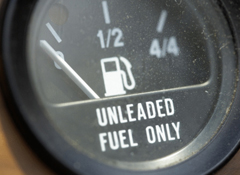 Why Topping Off Your Gas Tank Is A Bad Idea >> Running On Empty Low Gas In The Tank Can Be Costly